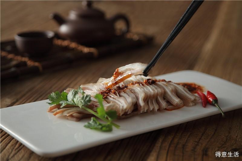 教你们常见卤味的制作方法,卤酱干、吮指卤鸭翅、卤水猪耳朵,轻松掌握美味!