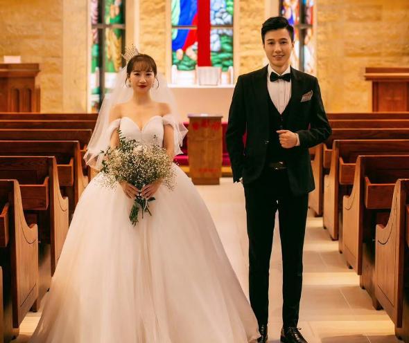 2018年在得意发帖征婚,2019年拿证结婚,现奉上婚纱照……