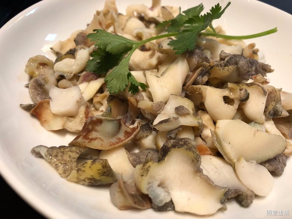 运气不错,居然在普通菜场买到大海螺,午餐的白灼螺片吃到爽!