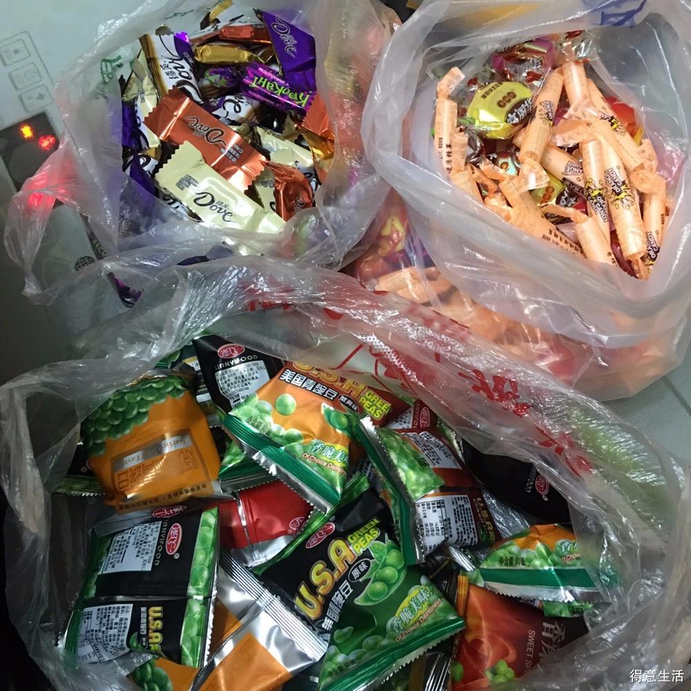 【晒存货No.7】吃货家里从不缺吃的,晒波存货,邻居送的变蛋,妈妈卤的鸡爪!