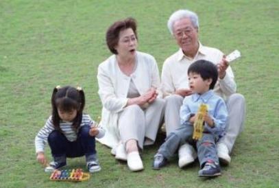 什么是啃老族?有了孩子之后,难道让爸妈帮带孩子就是啃老族了吗?