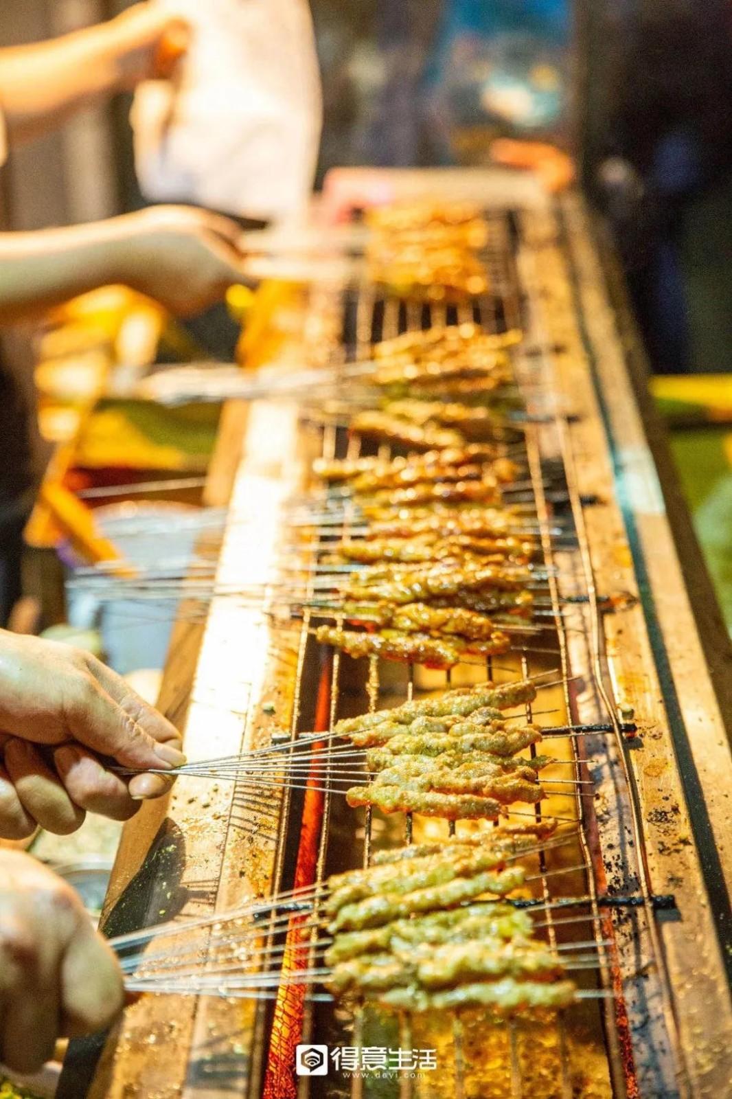 【奶喵觅食记】这家藏了14年不火的烧烤店,凭什么霸占汉阳伢心中top1!
