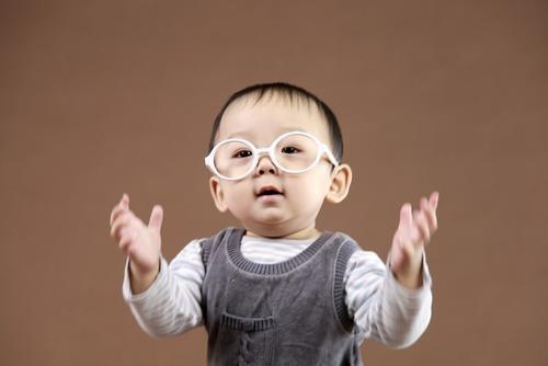 从专八老师的角度谈谈自己孩子1岁起的英语启蒙!