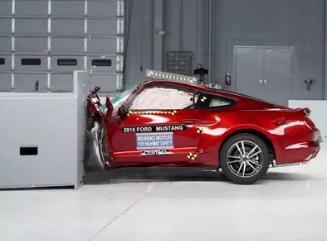 车停在商场被撞掉保险杠了,监控有死角,怎么处理?