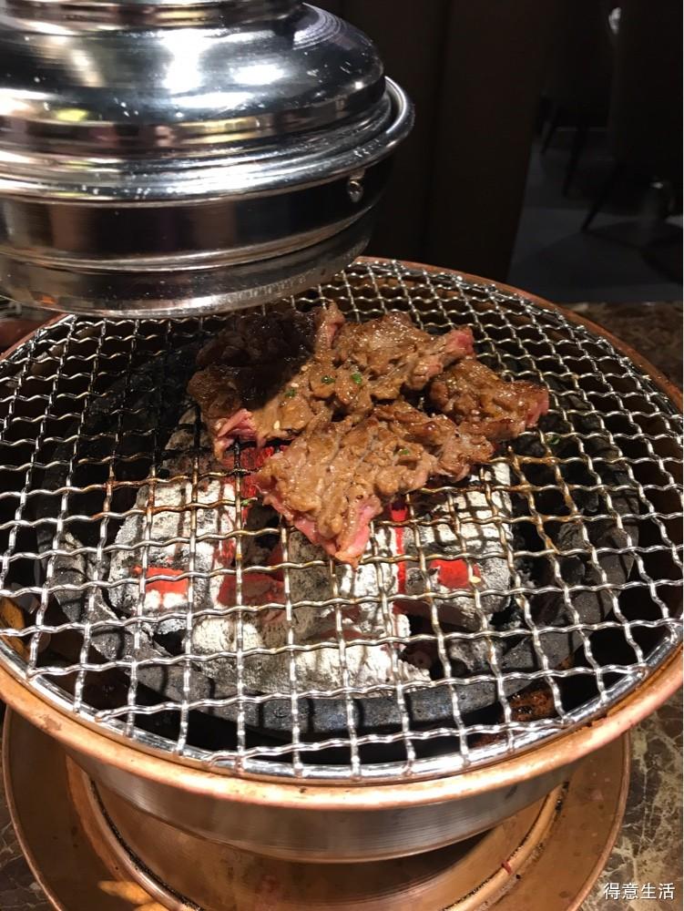 拔草网红烧肉店,服务是真的挺热情,肉感一吃就知道是好肉!