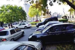 烦躁!除了侧方停车位,其他停车位都太挤,总是被其他车开门磕到!