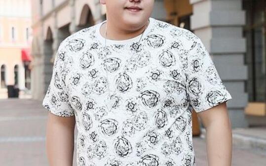 朋友说最近想换个人风格去谈恋爱,微胖男生适合穿什么风格衣服呢?