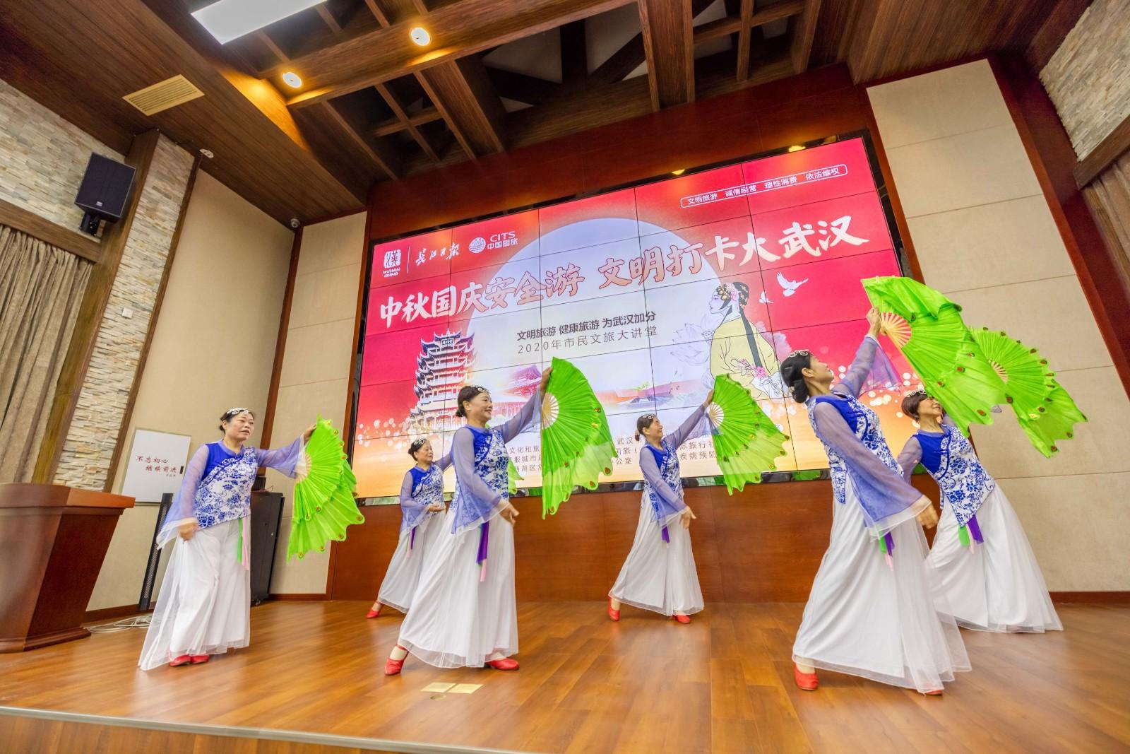 过早冒|武汉市民礼让热门景区给外地游客!9月29日江汉路步行街蝶变归来!