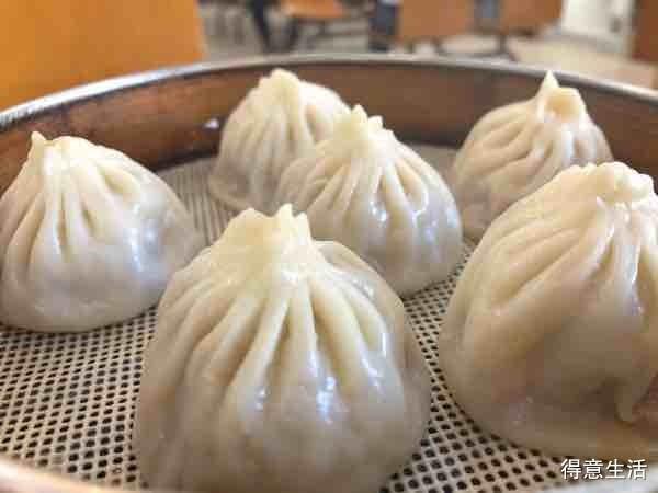 打卡上海的苏式汤包,甜中带咸,咸中带鲜,肉馅实在!