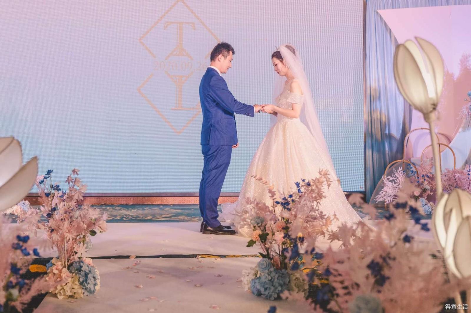 顺利完婚写个表扬帖!1.5万办婚礼,物美价廉的代表!