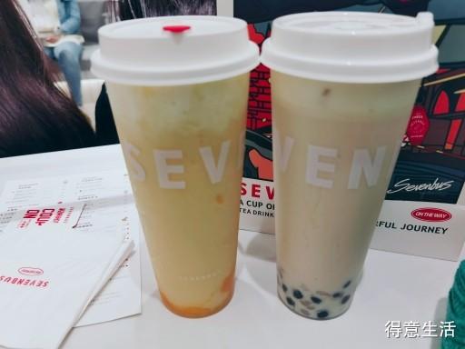 这家店的奶茶真的太好喝了,榴莲和芒果果然很配哦!