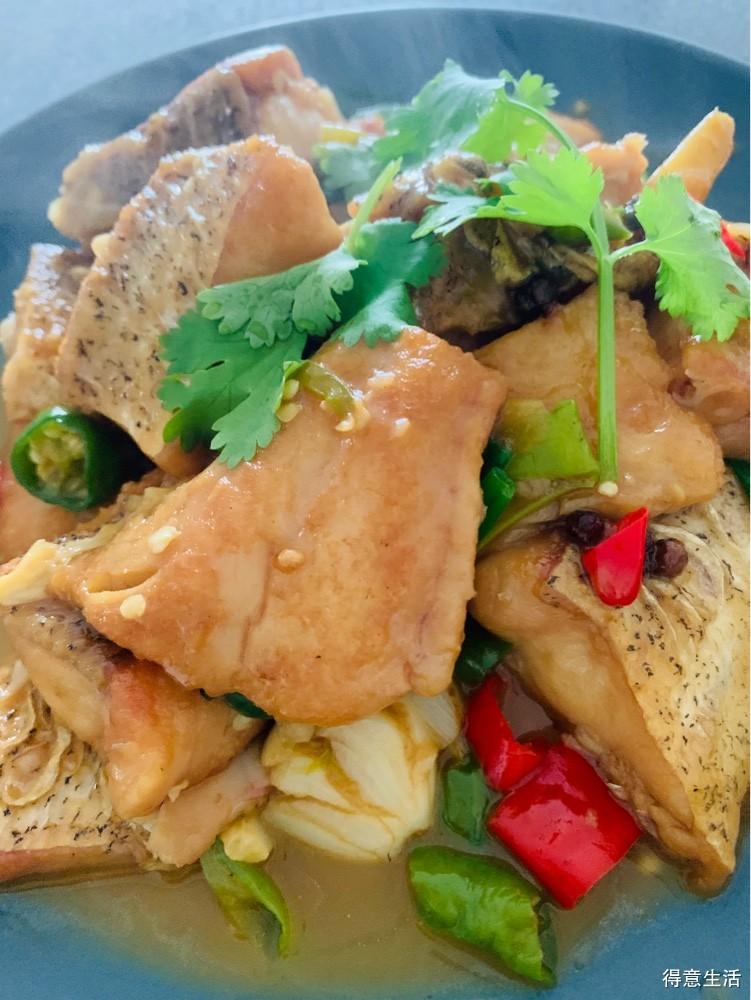 这样做太好吃了!鱼头用来做剁椒鱼头,剩下的还可以烧一盘鱼块!