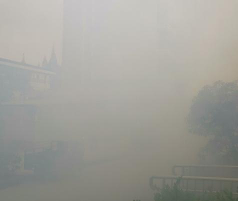 早上醒来发现炸鞭炮烟雾缭绕,这个小区好像总是有人去世…