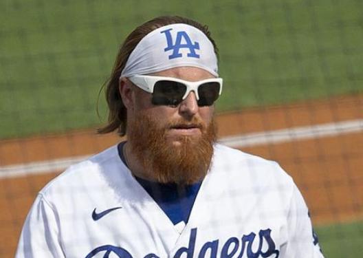美国人真的不怕新冠吗?MLB球员确诊后不戴口罩合影!