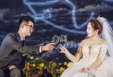 宁波小夫妻婚礼上一段舞蹈冲上热搜!百万网友看哭:这是爱情最美的模样!