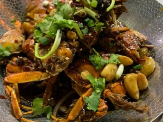 【我的吃蟹攻略】在自家门口餐馆吃了大闸蟹做的香辣蟹,试一试!