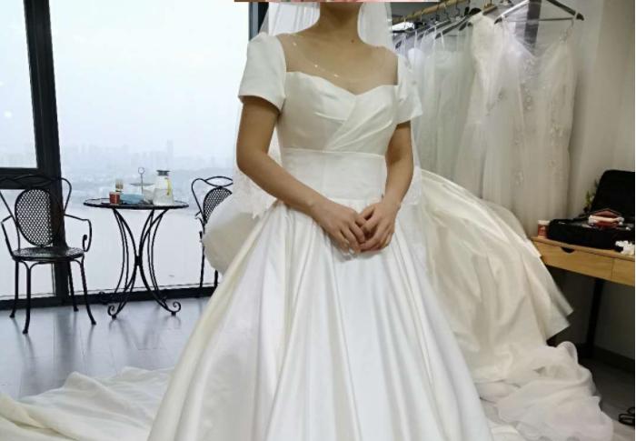 试到了心动的缎面婚纱!包跟妆也才3k多,宝藏般的存在!