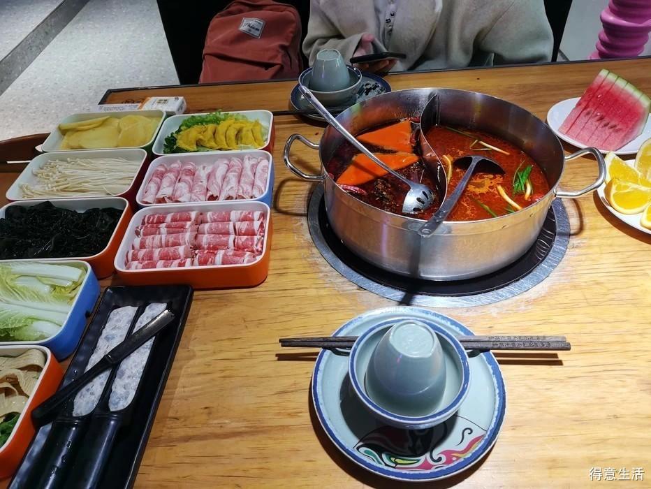 看电影+吃火锅,这个休息天太巴适了!