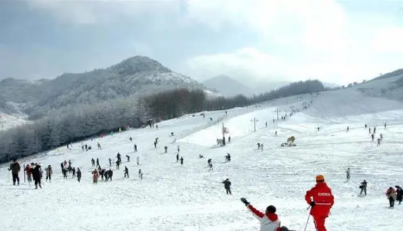 过早冒|滑雪季来了,神农架滑雪场12月5日开滑!黄陂新发现32座新石器时代墓葬!