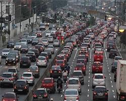 大半夜查酒驾导致高架堵车4公里,太秀了