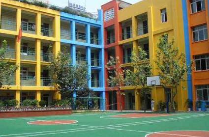 小孩户口跟爸爸在蔡甸,我们全家人都住汉阳,现在户口转不过来,对口小学上不了怎么办?