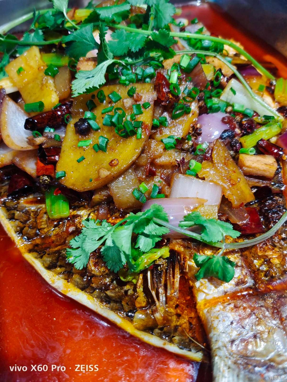 到了重庆,怎么能少得了一顿正宗的重庆香辣烤鱼?