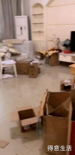 李湘否认退房垃圾堆满屋,和房东各执一词,究竟谁更有理?