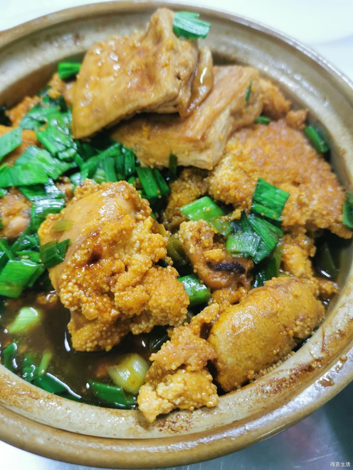 去吃了一家鱼头泡饭,本来主要吃鱼头,却对鱼籽烧豆腐上了心!