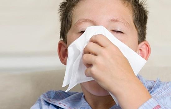 两岁半男宝鼻子不通气一个月后发展成鼻炎,现在该怎么办?
