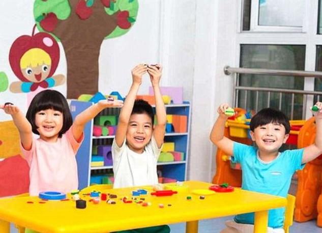 请问湖北省实验幼儿园怎么样?是不是每年换一次老师啊?