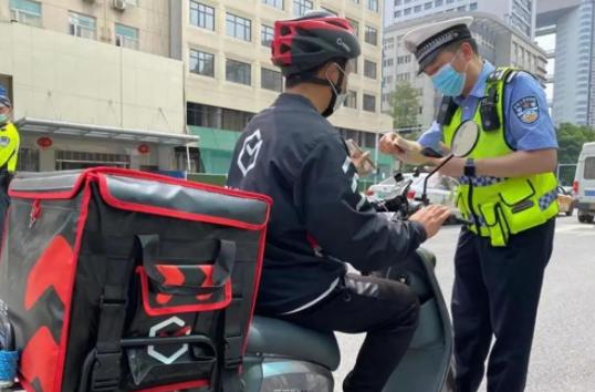 过早冒|十月武汉又将新晋一片网红花海!交警统一行动整治电动自行车!