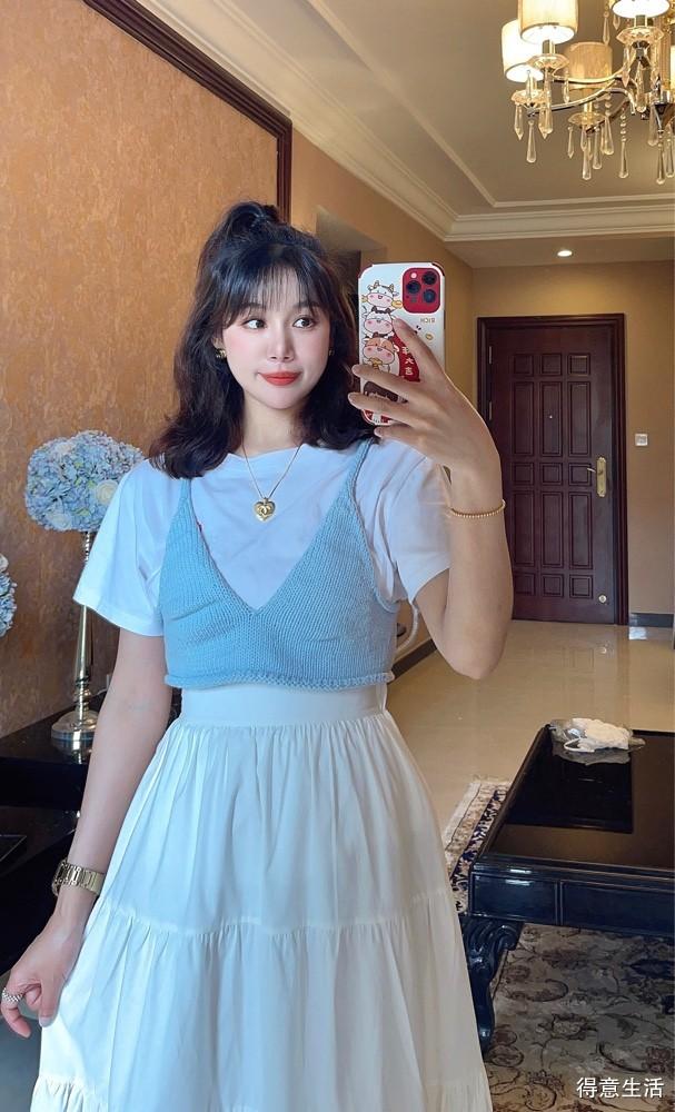 【我的夏日穿搭】31岁也可以可可爱爱!毛线吊带配白T,混搭高腰蓬蓬裙!