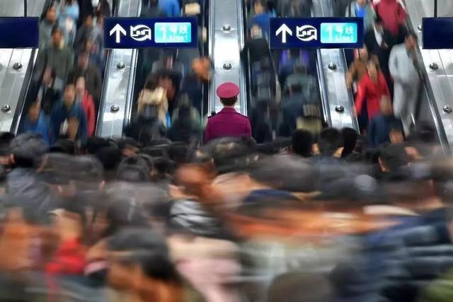 过早冒|端午节假期首日武汉地铁提前半小时开班!
