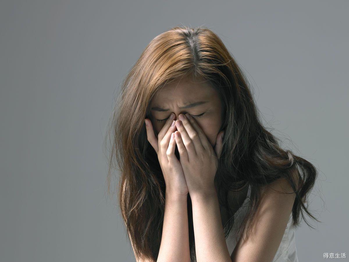 一言不合就哭的孩子,和憋着不哭的孩子,长大区别体现在三大方面!