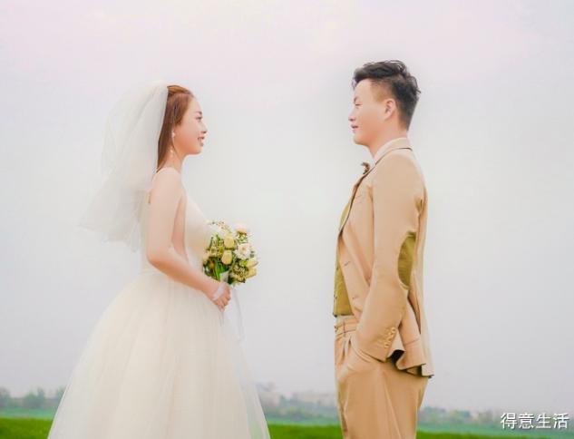留级生的婚纱照终于来了,纠结体不喜欢选择,果断拍了两家!