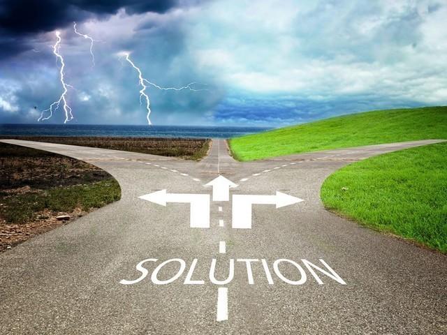 人生的分叉路,是选择升职加薪还是回家寻求安稳生活?