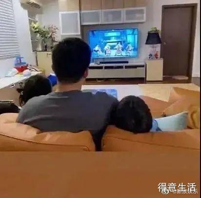 别人看奥运他找老婆!霍启刚看跳水比赛激动指屏幕,宠妻狂魔啊!