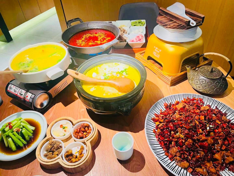 """拔草武汉最地道的重庆菜,三个招牌菜堪称""""下饭王"""",干完一锅饭!"""