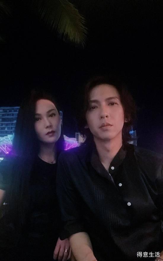 张淇秀恩爱晒合照,穿黑色情侣装被赞夫妻相!