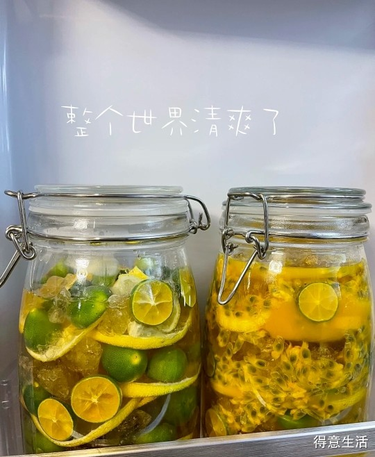 早餐煮碗螺蛳粉配自制的柠檬百香果,真香!