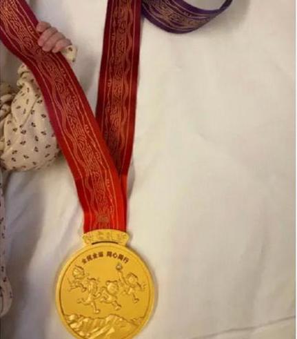 恭喜!许昕官宣老婆产二胎,晒女儿拿全运会金牌照!