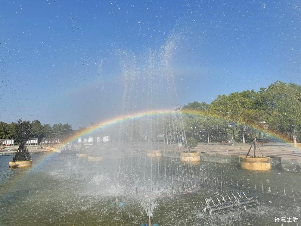 汉口江滩二期喷泉恢复开放啦,拍彩虹绝绝子!