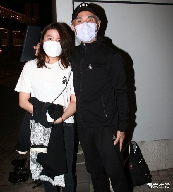 香港歌手21岁儿子患自闭症遭殴打,宿舍内被人扯头发、掐脖子!