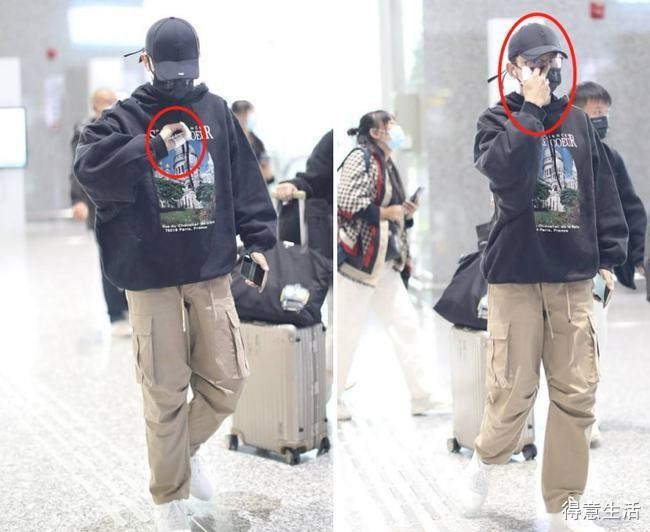 张杰摔伤后首次现身机场!手指上缠满白绷带,刷手机动作十分吃力!